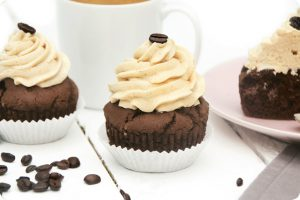 chocolate coffee cakes with vanilla frosting